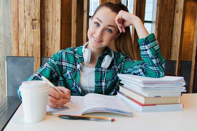 לימודים